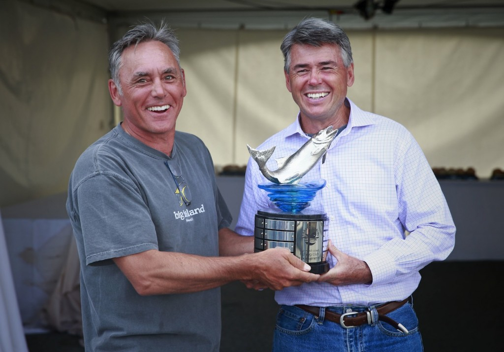 * Passing of the torch: 2014 tournament winner Bruce Langereis presents 2015 winner Bob Wallis with the coveted FFK trophy.